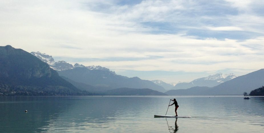 Stand up paddle sur le lac d'Annecy