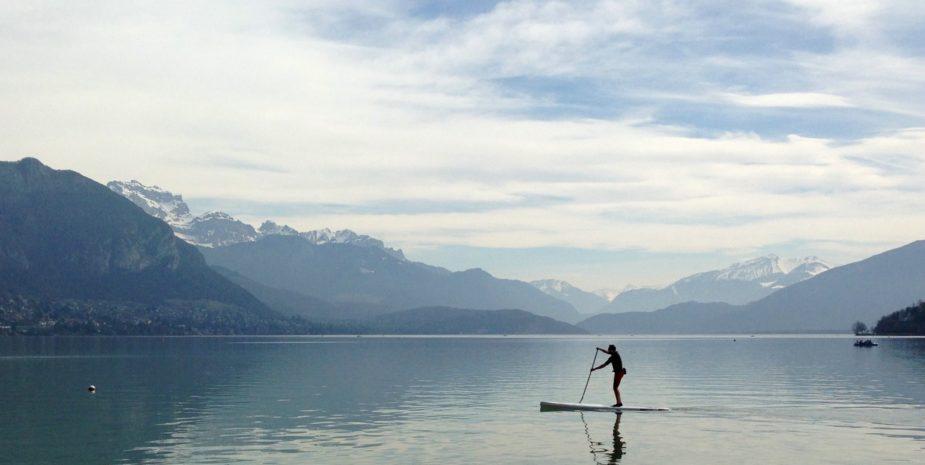 Stand up paddle sur le lac d'Annecy